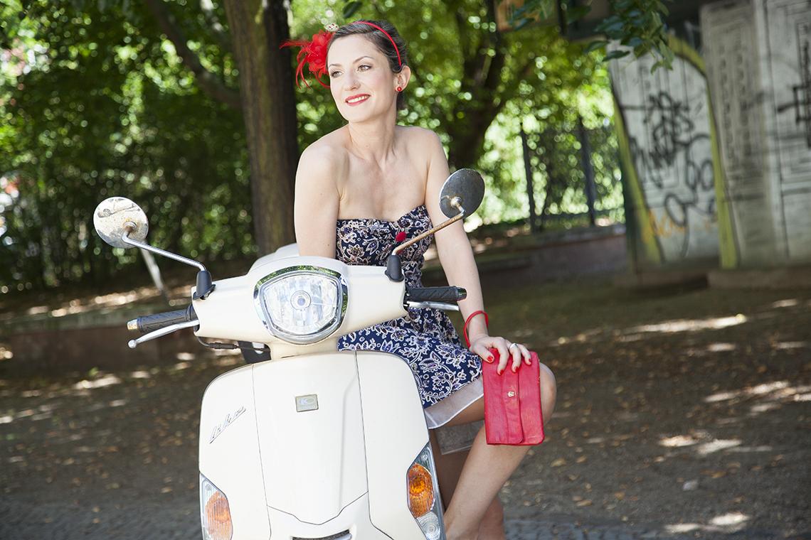 Foto Outfit Ausgehen Festlich Kleid Muster Blumen Paisley Farbberatung Stilberatung Berlin