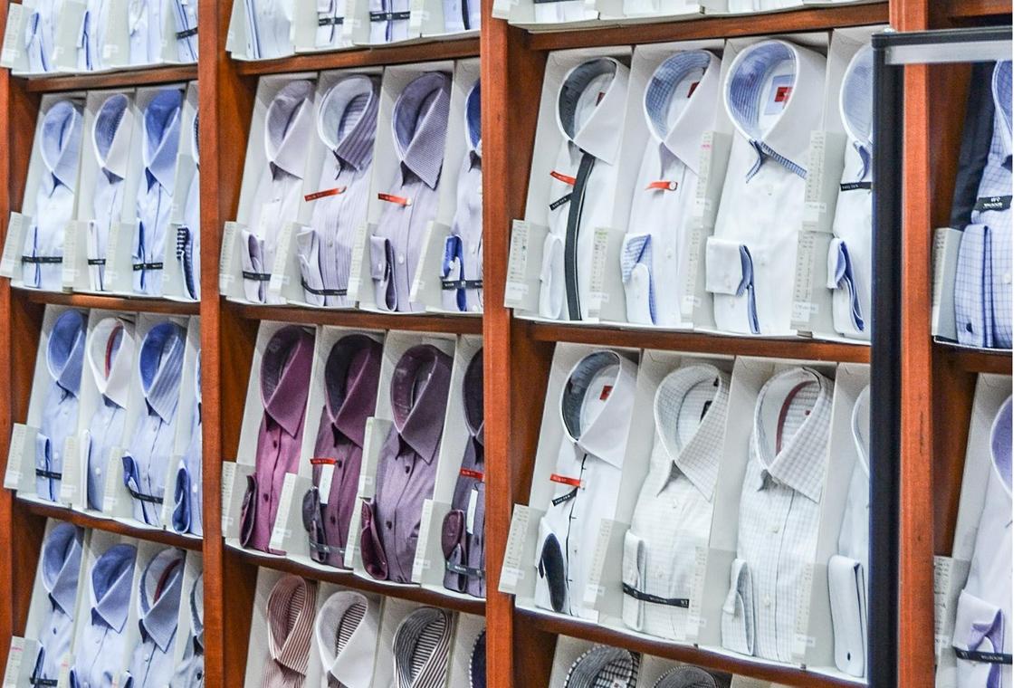 Foto Auswahl klassische Herrenhemden in verschiedenen Farben, Mustern; Pixabay Fotograf Jarmoluk