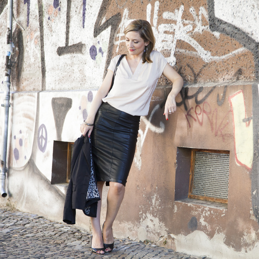 Foto Outfit Extravagant Pencilskirt Leder Farbberatung Stilberatung Berlin