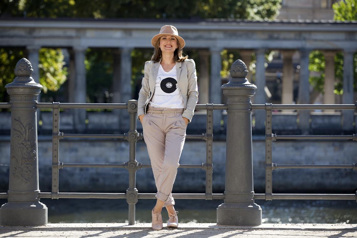 Foto Outfit Business Casual Neutralfarben hell Farbberatung Stilberatung Berlin